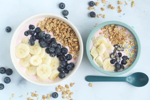 smoothie-bowls-on-countertop